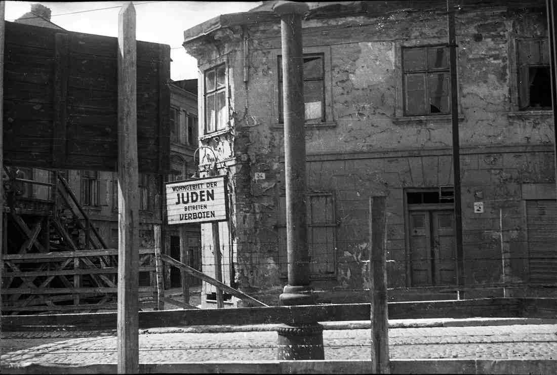 Entrée du ghetto de Lodz, photo Henryk Ross Jewpop
