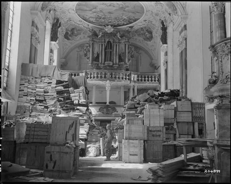 Eglise d'Ellingen en avril 1945 tableaux volés juifs Jewpop