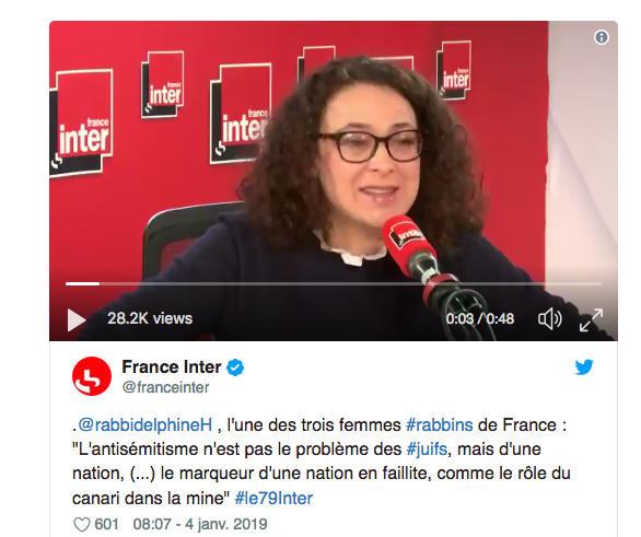 Photo représentant Delphine Horvilleur au micro de France Inter