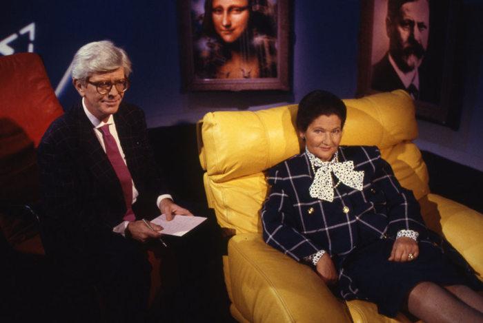 Photo représentant Henry Chapier et Simone Veil dans l'émission Le Divan