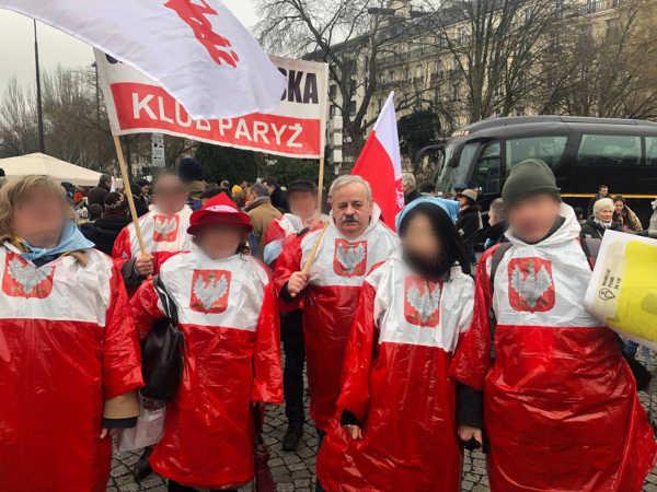 Photo représentant des manifestants polonais du groupuscule nationaliste Gazrta Polska Jewpop