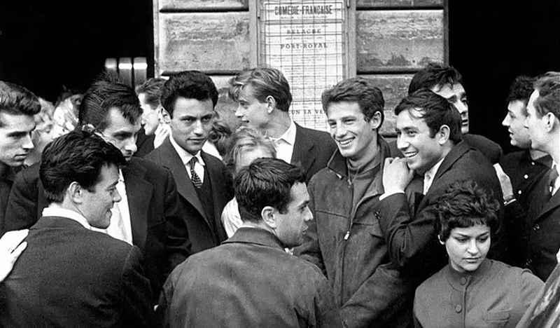 Photo de Philippe Clair et Jean-Paul Belmondo à la sortie du Conservatoire de Paris Jewpop