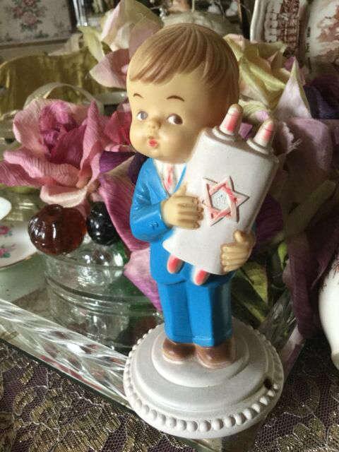 Poupée de porcelaine représentant un bar mitzva Jewpop