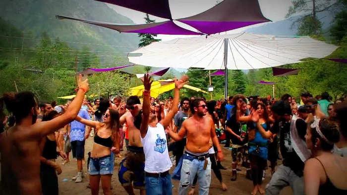 Photos représentant des touristes israéliens à Goa Jewpop