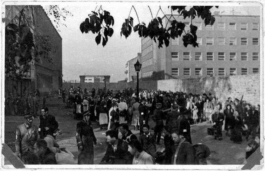 Photo de la place de confinement avant la déportation, ghetto de Varsovie Jewpop