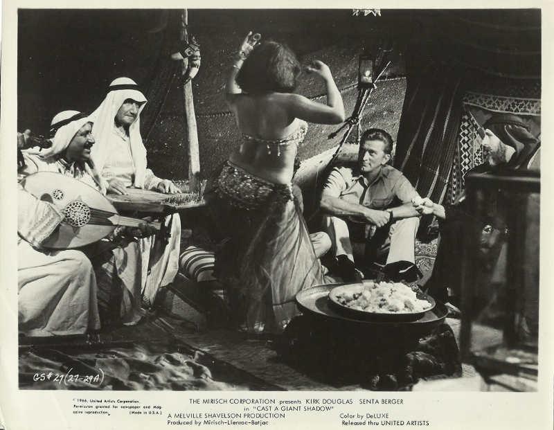 Photo de Kirk Douglas et Chaim Potok dans le film L'Ombre d'un géant Jewpop