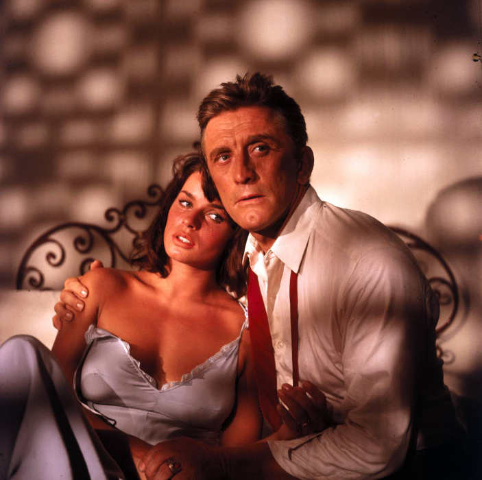 Photo de Senta Berger et Kirk Douglas Jewpop