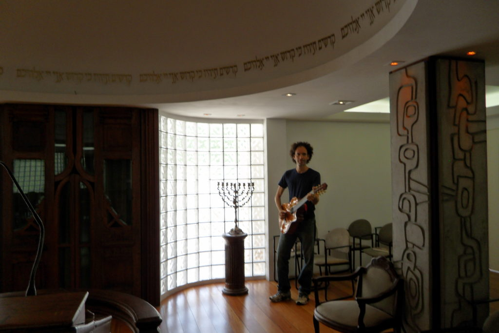 Le guitariste du shabbat Rio JewPop