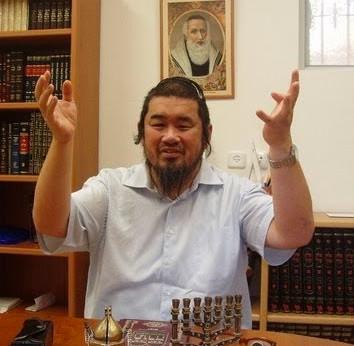 Photo représentant un rabbin asiatique
