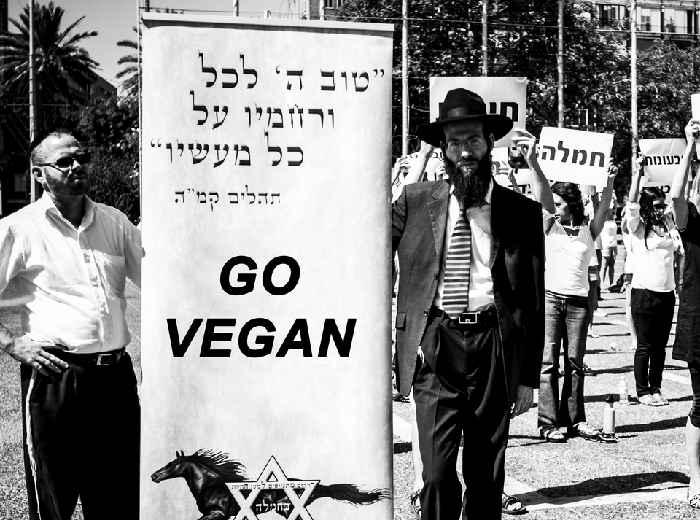 Photo représentant des juifs orthodoxes végétariens en manifestation