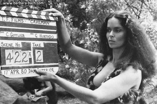 Photo de tournage du film Caveman avec Barbara Bach Jewpop