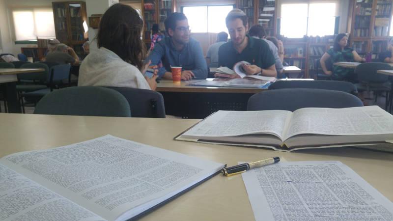 Photo représentant des étudiants des sessions Ta-shma Jewpop