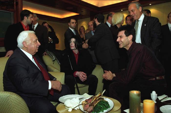 Photo représentant Ariel Sharon avec Michael Jackson et Uri Geller Jewpop