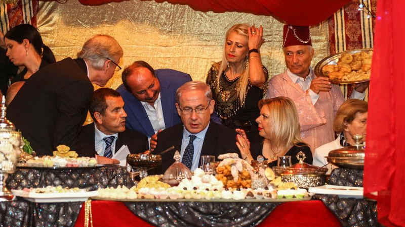 Photo représentant Benyamin Netanyahu fêtant la Mimouna Jewpop