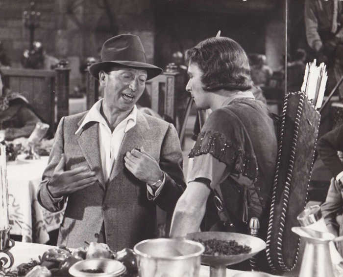 Photo de tournage du film Robin des bois figurant Michael Curtiz et Erroll Flynn