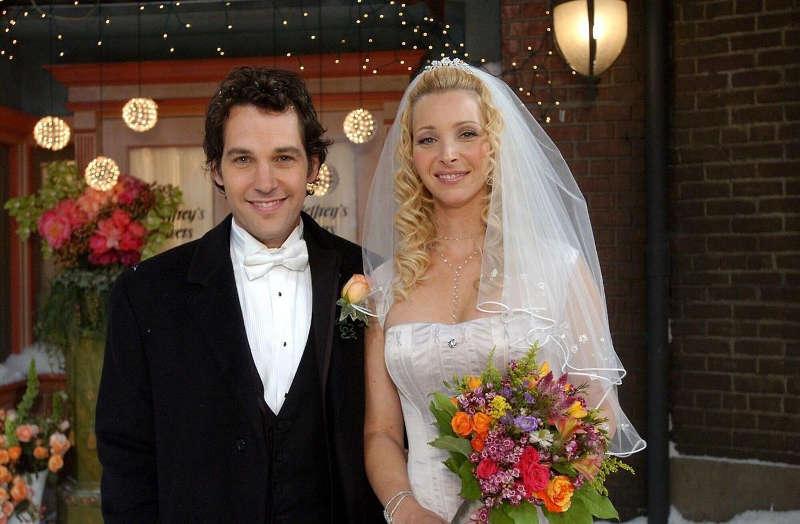 Photo de la série Friends représentant le mariage de Mike (Paul Rudd) et Phoebe Jewpop