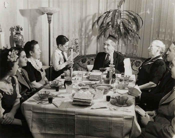 Photo d'un repas de seder de Pessah aux USA années 40 Jewpop