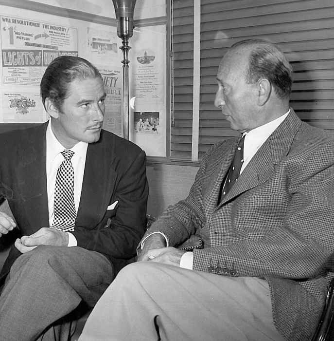 Photo représentant Erroll Flynn et Michael Curtiz Jewpop