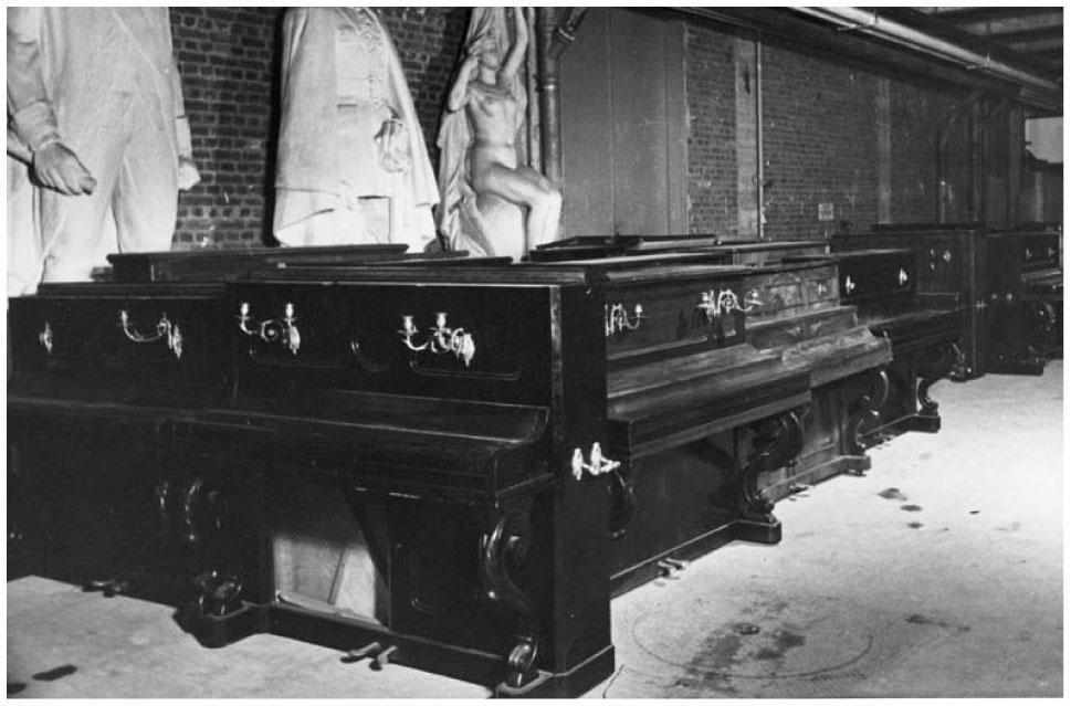 Photos représentant des pianos volés aux juifs spoliation Jewpop