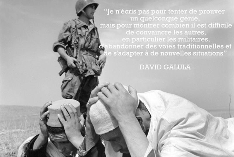 Photo représentant un soldat français pendant la guerre d'Algérie, surveillant des Algériens à terre mains sur la tête Jewpop