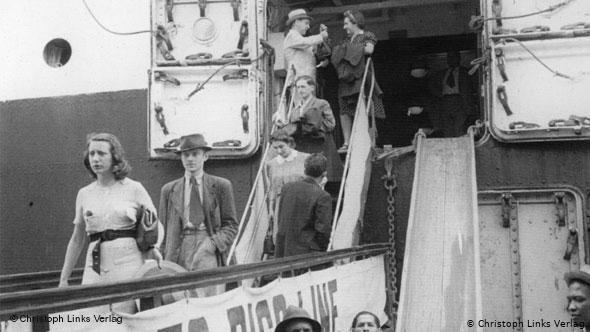 Photo de juifs allemands et autrichiens débarquant à Saint-Domingue Jewpop