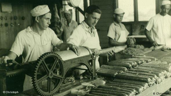 Ouvriers juifs fabriquant du salami à Sosua Jewpop