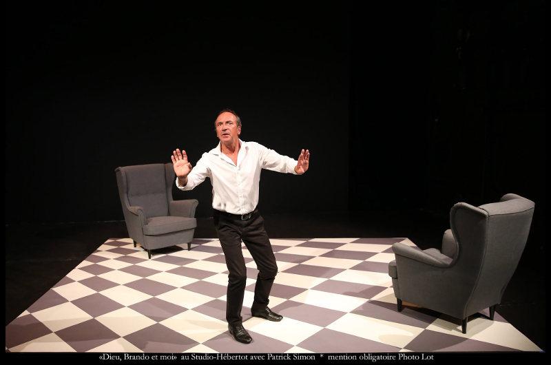Phot de Patrick Simon dans la pièce Dieu Brando et moi jewpop