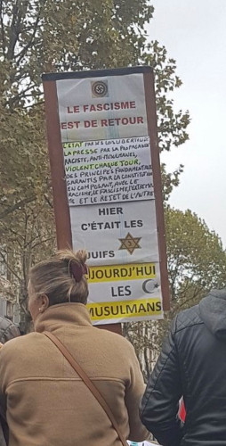 Photo représentant des manifestants marche contre l'islamophobie juifs Jewpop