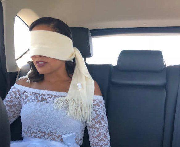 Photo représentant une mériée les yeux bandés Jewpop