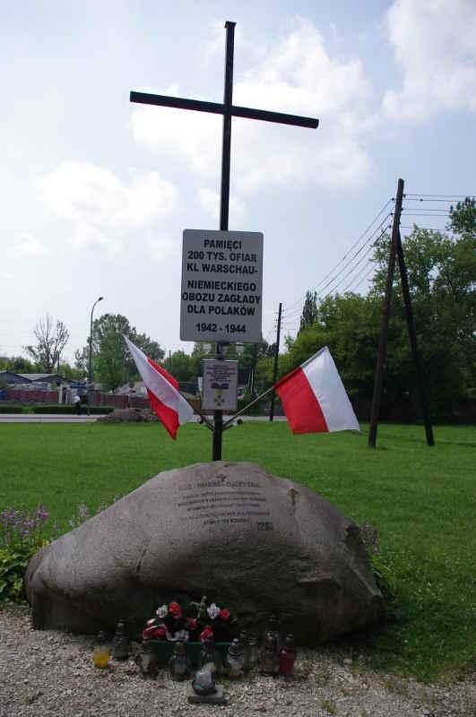 Photo d'un monument aux victimes polonaises du camp de Varsovie Jewpop