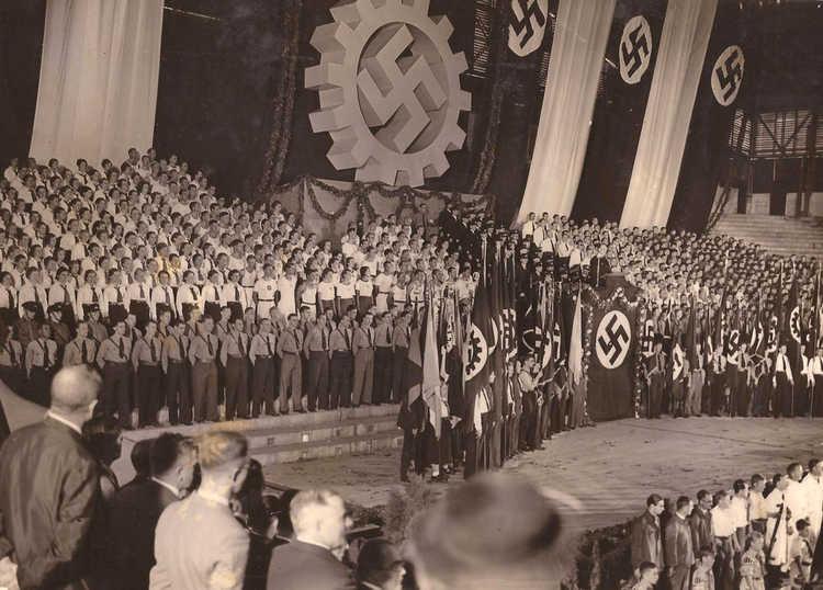 Sympathisants nazis argentins à Buenos Aires en 1938 Jewpop